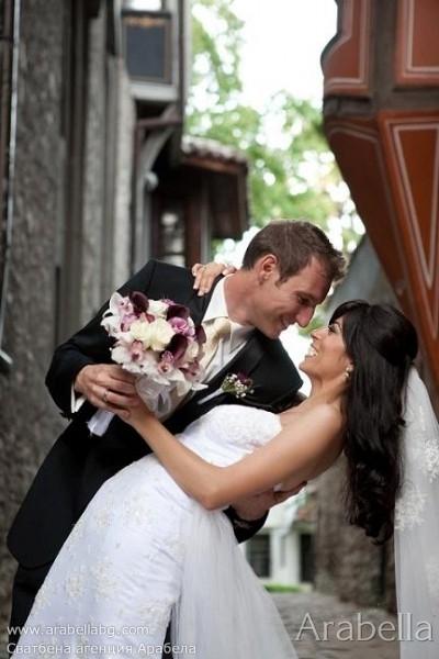 Сватба в цвят слива и тъмно лилави кали - Хотел Тримонциум