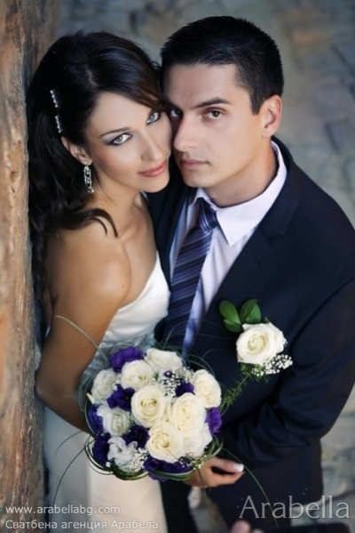 Сватба в Лилаво, рози, гладиоли и лизиантус