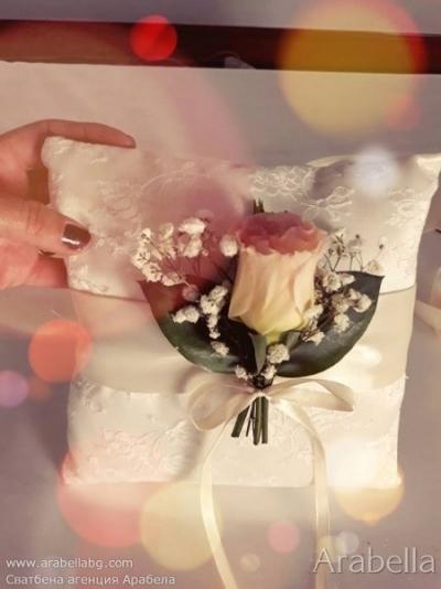 Сватбва в бяло с пъстри цветя - хотел Тримонциум